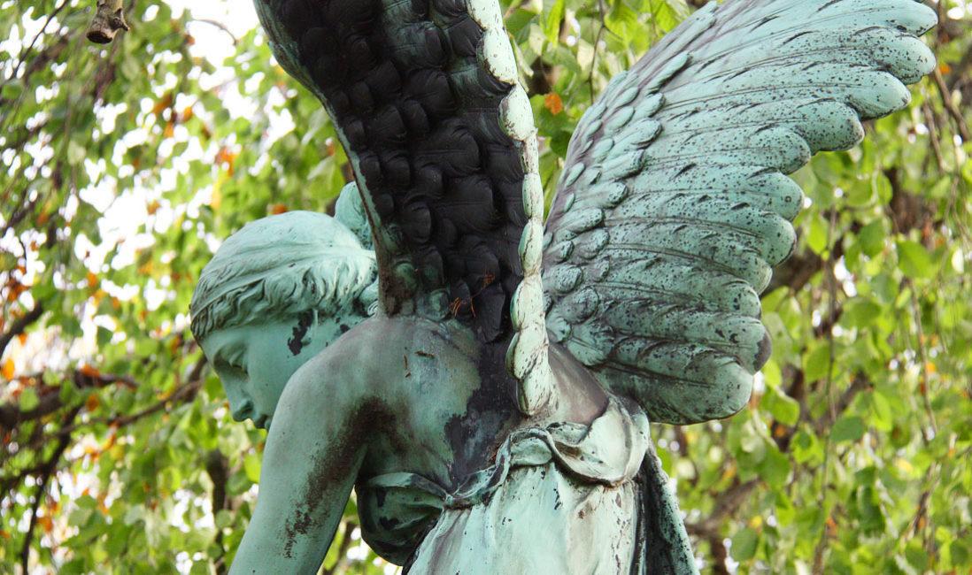historisch Engelgrabstein Familiengrab Bronze Granit Gera Ostfriedhof Detail Flügel