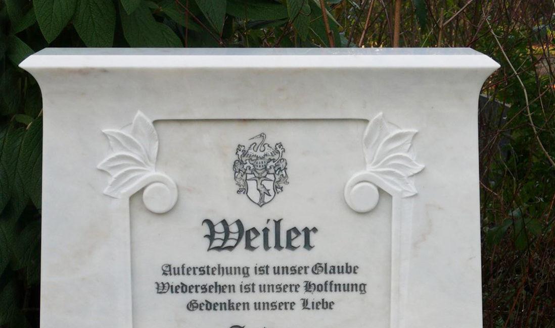 Marmor Doppelgrabstein mit Wappen Grabinschrift Grabsteinbeschriftung Steinmetz Köln Brück Friedhof