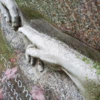 Relief Michelangelo Granit Paradiso Urnengrabstein Grabstein