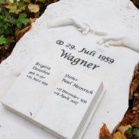 Grabstein mit berührenden Händen Michelangelo Steinmetz Gera Ostfriedhof Grabsteine