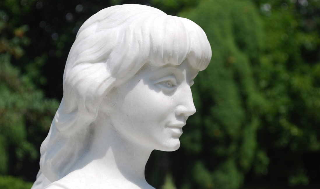 Marmor Individuelle Engel Grabsteine mit Gesicht des der Verstorbenen herstellen Herstellung Bildhauer Steinmetz Evangelischer Friedhof Torgau
