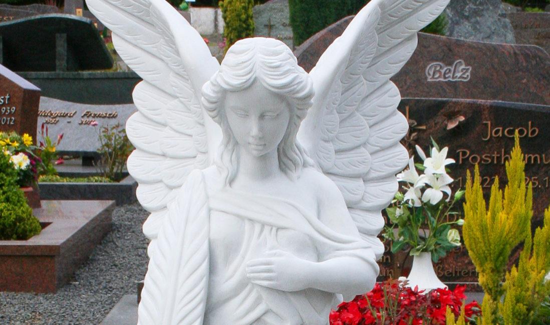Grabengel Marmor weiß Grabstein Friedhof Westerburg Steinmetz