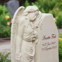 Grabmale mit Engel Engelsfrau Grabgestaltung Engel Skulptur Friedhofsengel Gingst Rügen Steinmetz Friedhof