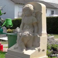 Engel Kindergrabmal Engelfigur Kindergrabstätte Gestalten planen beispiel Muster Vorlage Idee Kindergrabsteine aus Sandstein hellem Naturstein Steinmetz Bad Vilbel Friedhof Massenheim