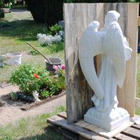 Aufbau und Lieferung eines Grabengels Engel Grabstein aus Marmor Friedhof Aufstellung Setzung Bildhauer Steinmetz Evangelischer Friedhof Torgau