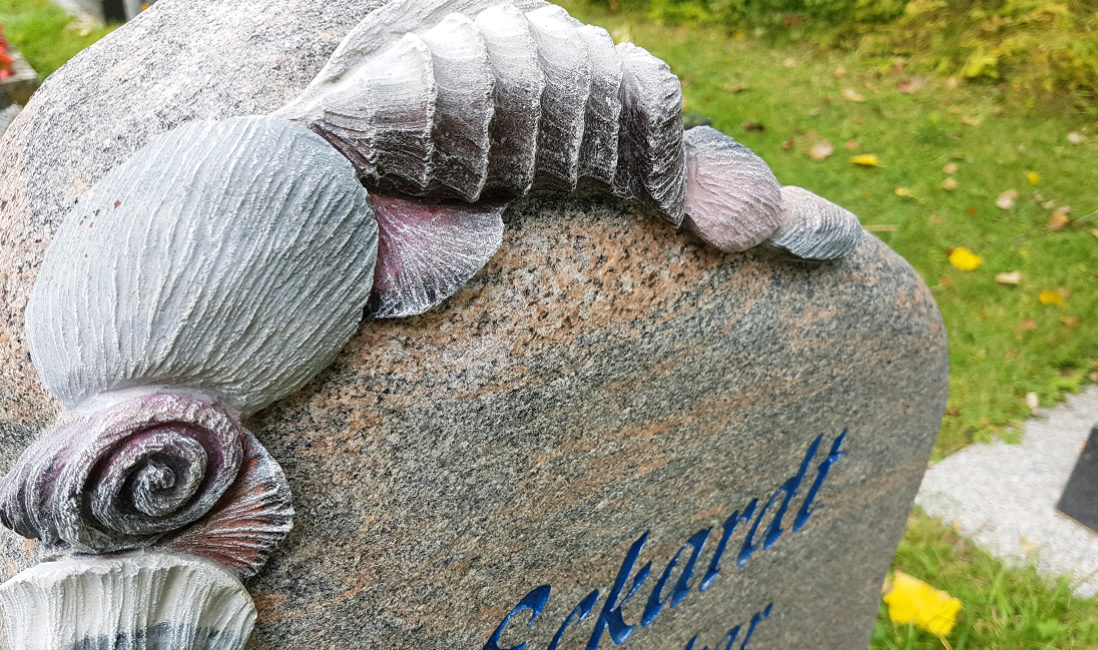 Grabstein Urnengrab Urnengrabstein Muscheln Deko Verzierung Naturstein Friedhof Hammerstedt