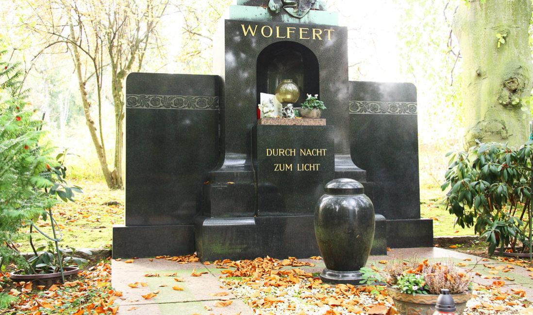 historisch Engelgrabstein Familiengrab Bronze Granit Gera Ostfriedhof Anlage
