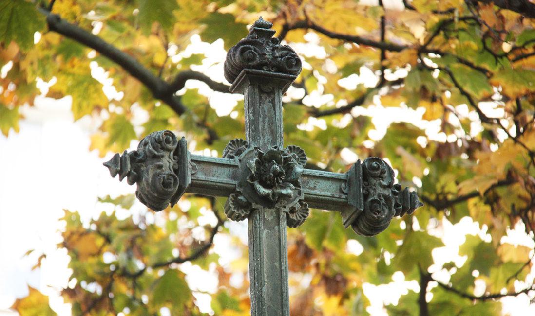 historische Familiengrabstein Engel Gedenkstein Sandstein Südfriedhof Gera Kreuz