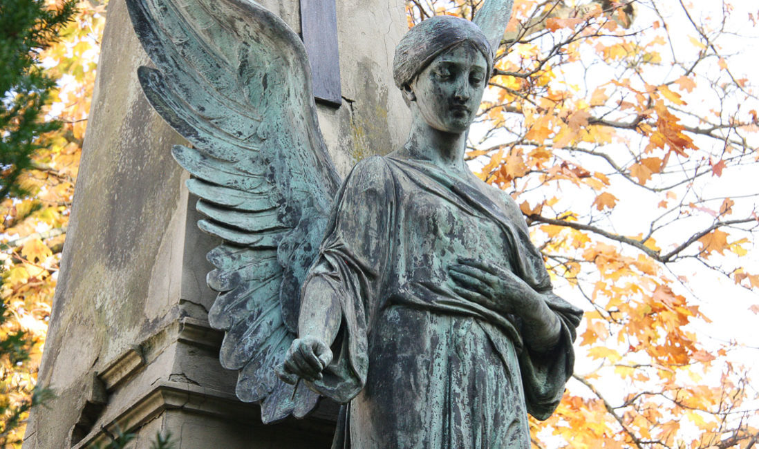 historisches Grabmal Engel Familiengrab Sandstein Bronze Südfriedhof Gera Nahansicht