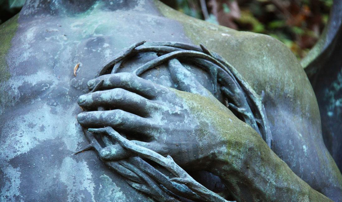 historisch Grabengel Familiengedenkstätte Gruft Bronze Untermhäuser Friedhof Gera Nahaufnahme