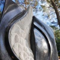 Grabstein Grabmal Engelsflügel Engel Flügel Urnengrab Berlin Friedhof Dahlem Steinmetz