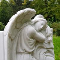 Engel Grabanlage Grabstätte Einzelgrab Grabstein Marmor weiß Grabengel Grabstätte in Berlin Steinmetz Friedhof St. Johannis Kirchhof II
