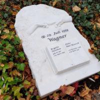 Grabstein Beschriftung Gravur Gera Ostfriedhof Steinmetz Grabsteine Findling rustikal romantisch