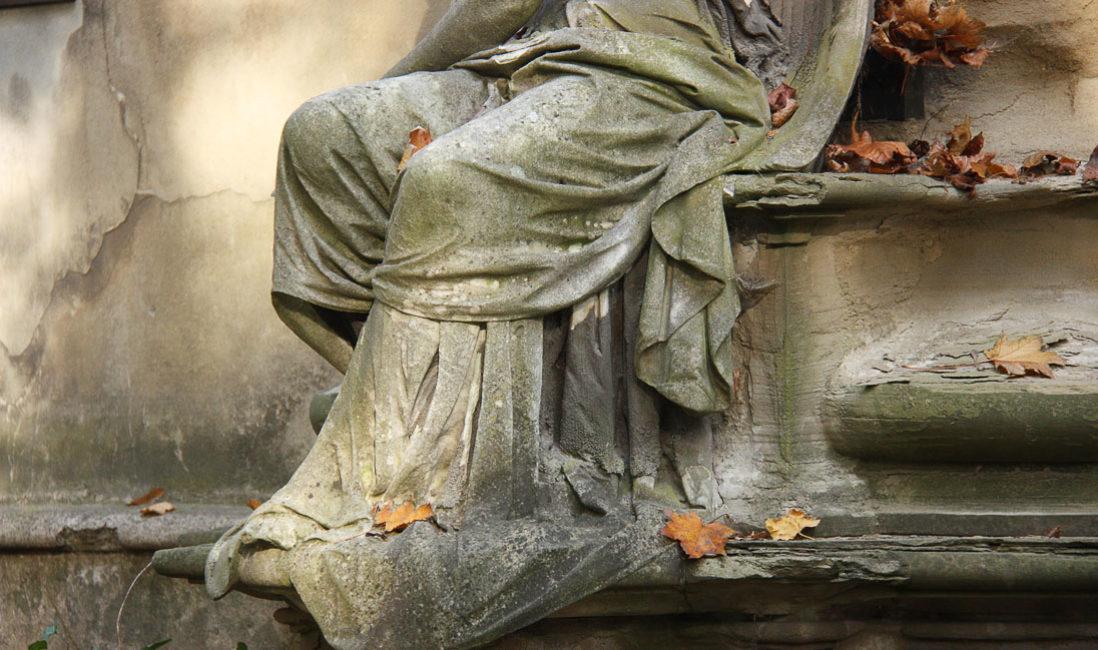 historische Familiengrabstein Engel Gedenkstein Sandstein Südfriedhof Gera Detail