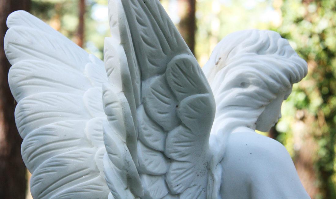 Grabengel Marmor Grabstein Engel Steinmetz Bildhauer Foto Beispiel bestellen Friedhof Zehlendorf Berlin