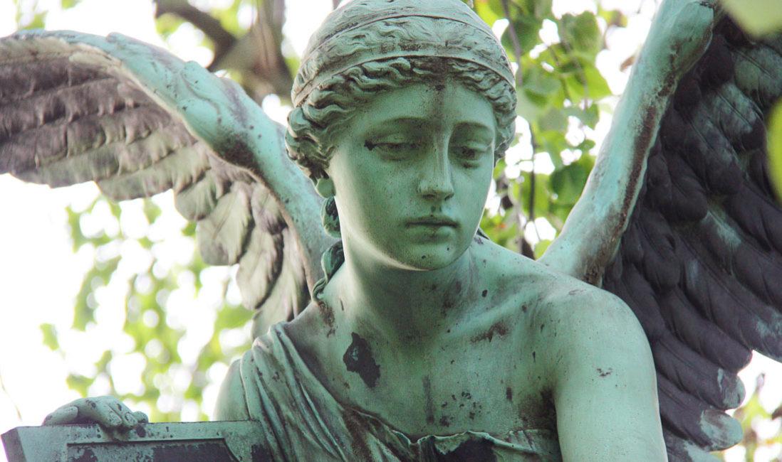 historisch Engelgrabstein Familiengrab Bronze Granit Gera Ostfriedhof Engeldetail