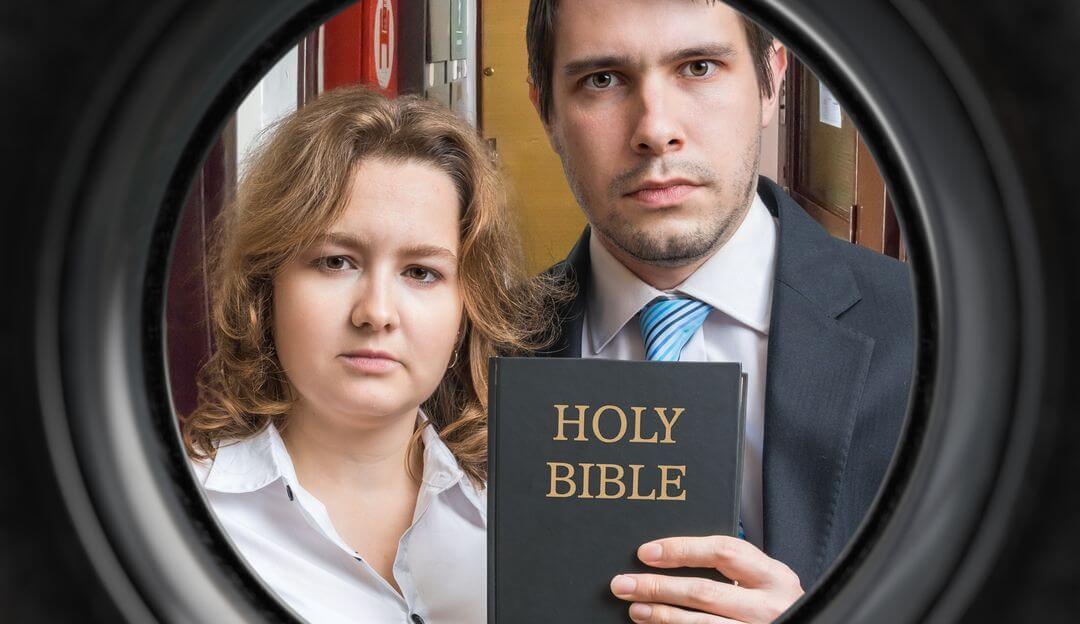 Zeugen Jehovas sind für ihre ausgeprägte Missionstätigkeit bekannt. | Bildquelle: © vchalup - Fotolia