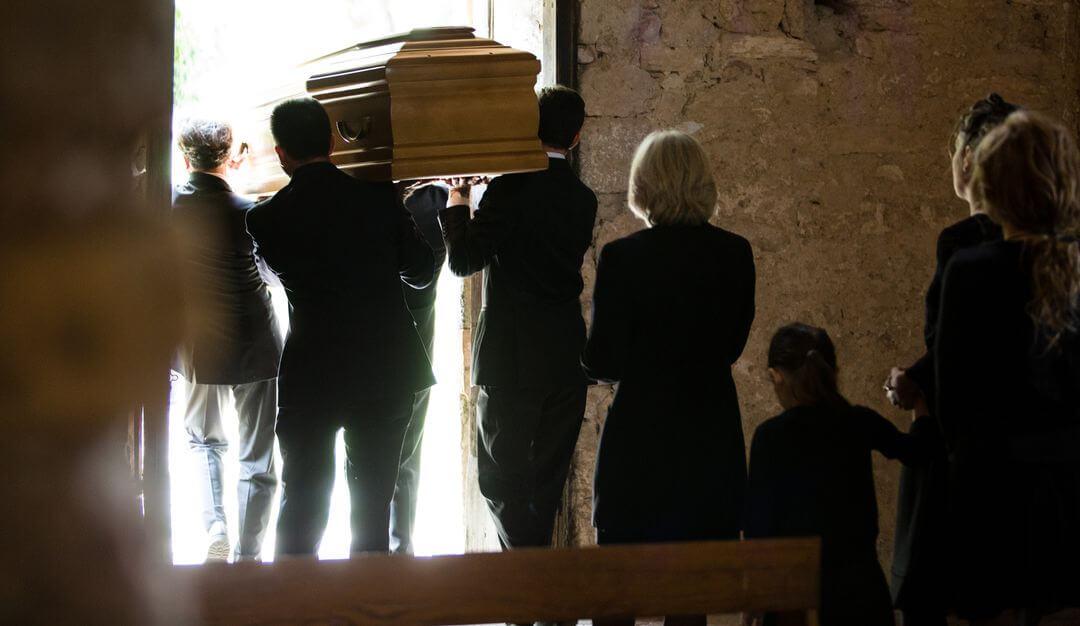 Die Bestattungszeremonie kann je nach Gemeinde und den persönlichen Wünschen der Angehörigen variieren. © Bildquelle: ReeldealHD images - Fotolia