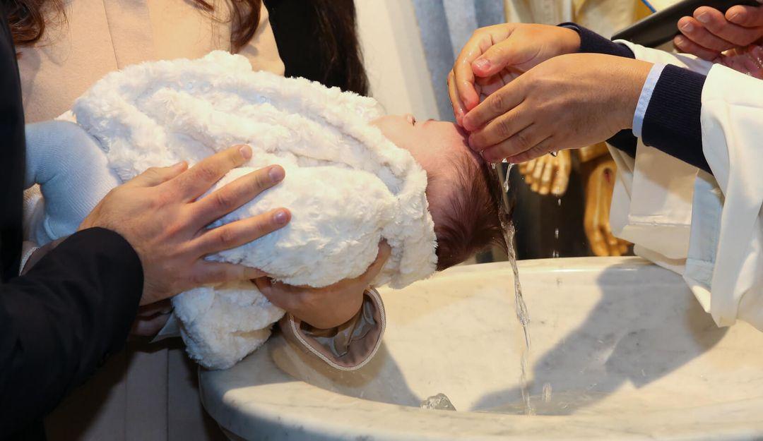 Bei der evangelischen Gemeinde zählen nur die Taufe und das Abendmahl als Sakramente | © Antonio Gravante
