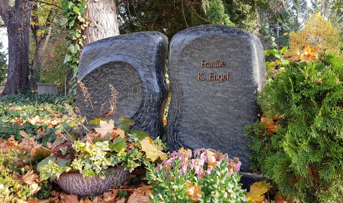 Grabstein Granit Flügel Urnengrab Südfriedhof Gera