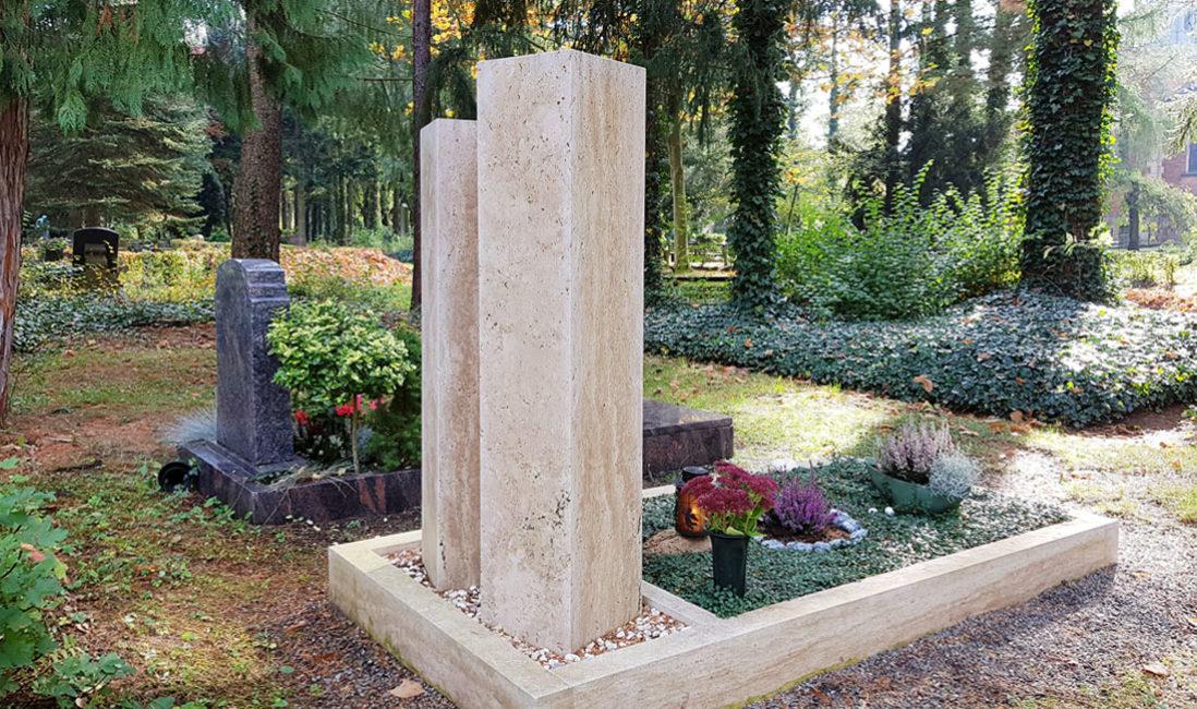 Zweiteilig Grabmal Kalkstein Bronzerelief Familiengrabstelle Einfassung Südriedhof Gera Rückansicht