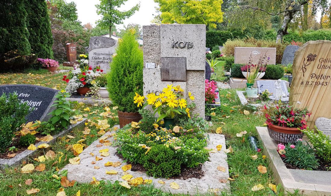 Grabstein Holz Urnengrab Kalkstein Hauptfriedhof Saalfeld Grabstelle