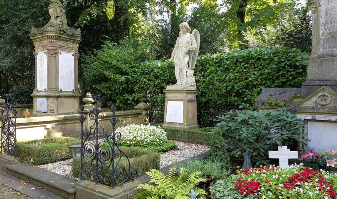 Grabstein Engel Einzelgrabstelle Sandstein Köln Melatenfriedhof Gesamtanlage