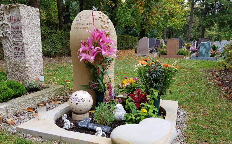 Saalfeld Hauptfriedhof Urnengrabmal Sadlocha - 1