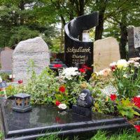 Urnengrab Urnengrabstein Granit schwarz Einfassung Platten Grabgestaltung