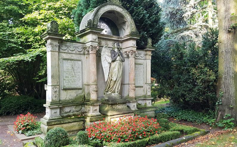 Köln Melatenfriedhof historische Grabanlage Herstatt - 2