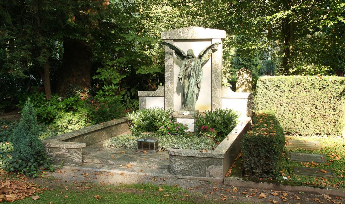 historisch Grabengel Bronze Familiengrabanlage Granit Melatenfriedhof Köln Panorama