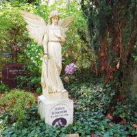 Ulrich Schamoni Grabstein Engel Grabengel Grabsteine Waldfriedhof Zehlendorf