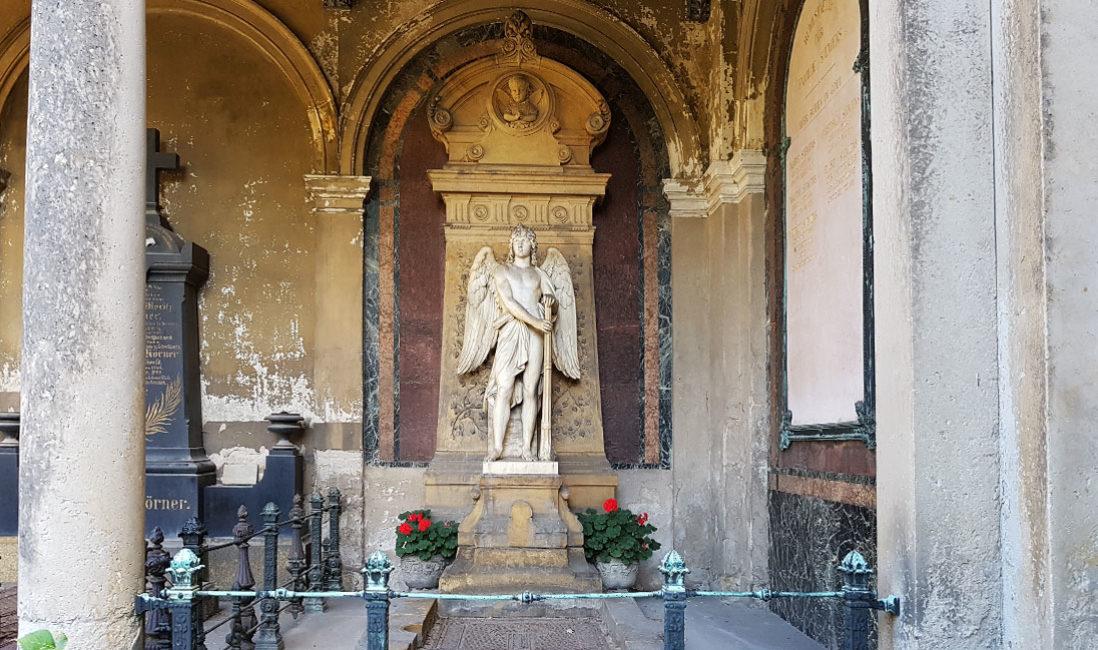 Grabengel Engel Grabstein Engelgrabmal Familiengrab Friedrich Siemens Marmor Annenfriedhof Dresden