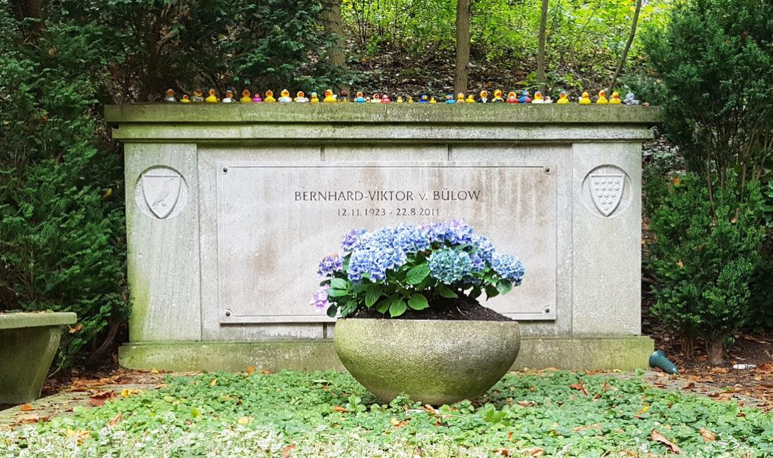 berühmt Grabstein Kalkstein Einzelgrab Loriot Friedhof Heerstrasse Berlin