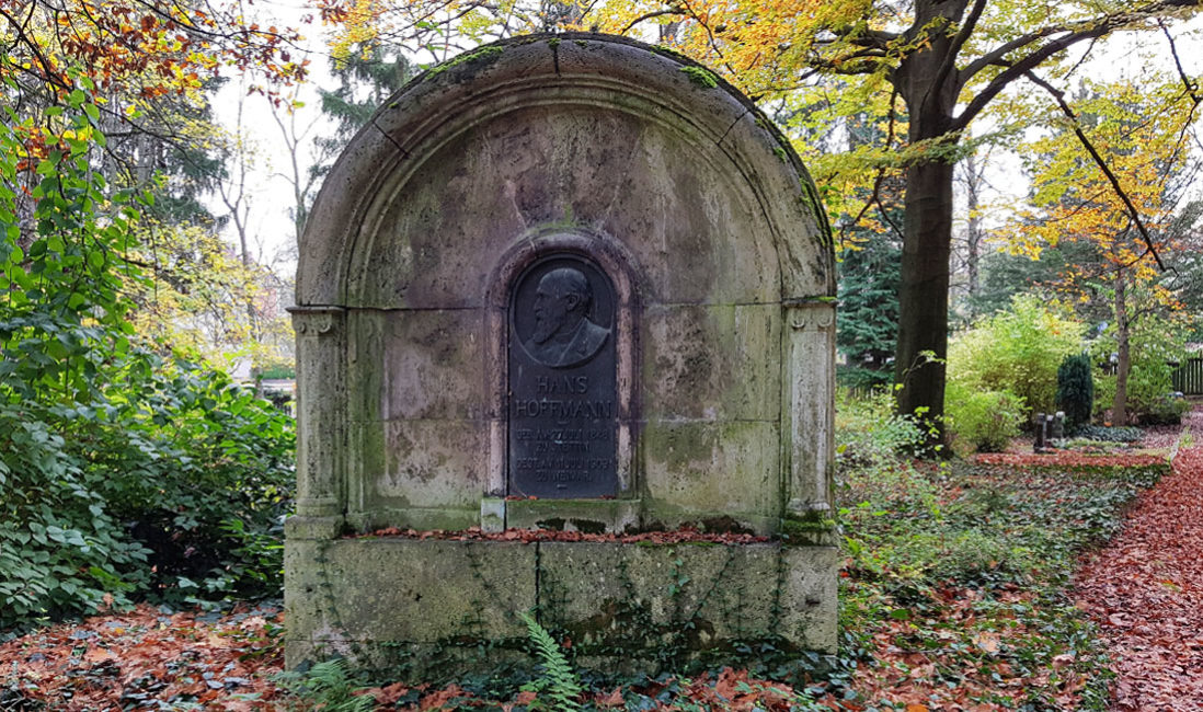 berühmt Einzelgrab Grabstein Hans Hoffmann Kalkstein Hauptfriedhof Weimar Frontansicht