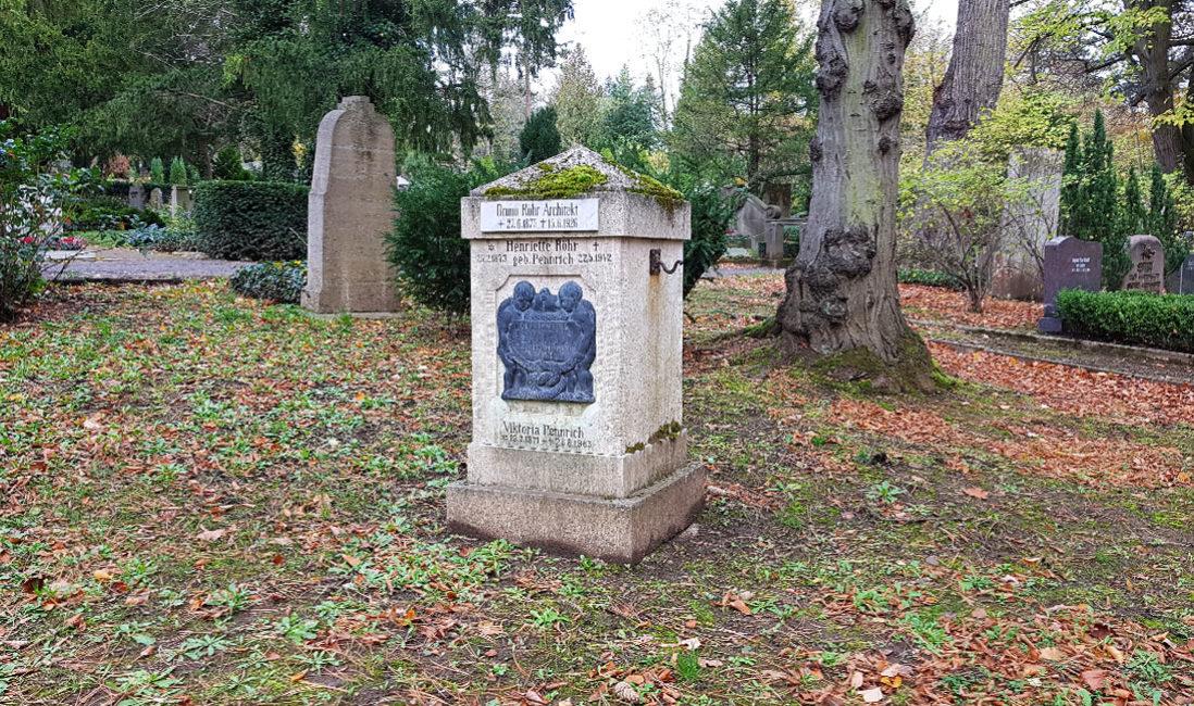 historisches Grabmal Bruno Röhr Architekt Mehrfachgrabstelle Kalkstein Weimar Hauptfriedhof