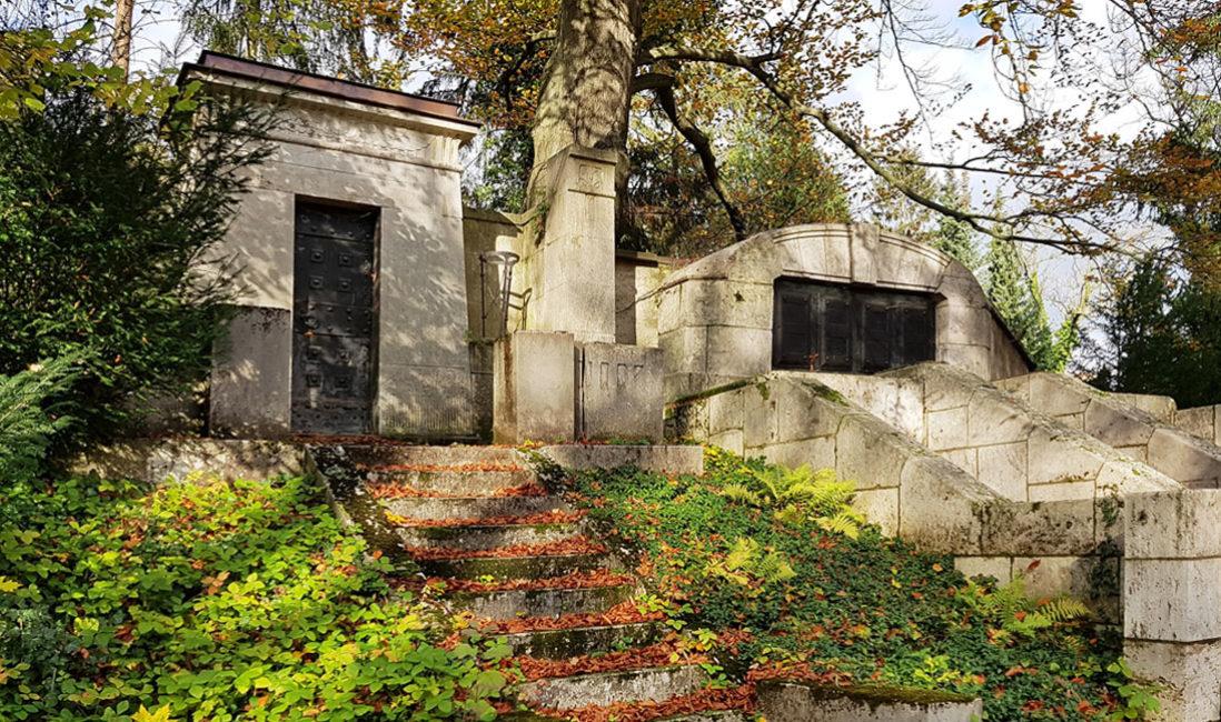 historische Antike  Familiengrab Doppelgrab Familiengrabstätte Grabstein Carl Frithjof Smith Mausoleum Travertin Weimar Hauptfriedhof Panorama