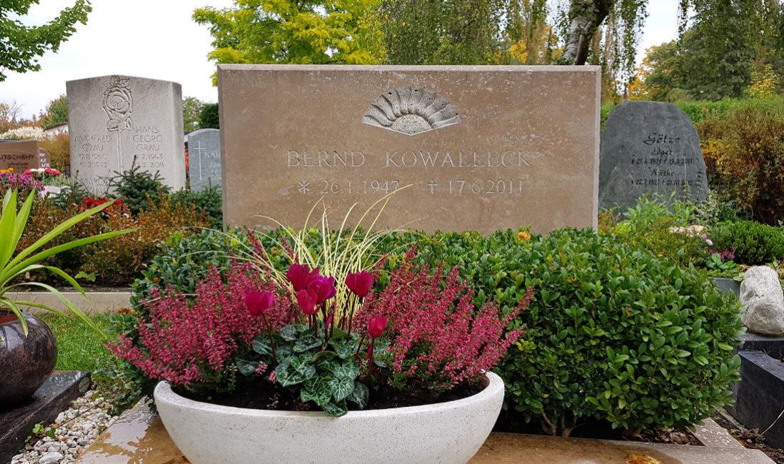 Doppelgrabstein Kalkstein Urnengrabanlage Hauptfriedhof Saalfeld