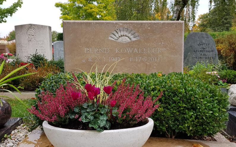 Saalfeld Hauptfriedhof Doppelgrabstein Kowalleck - 1
