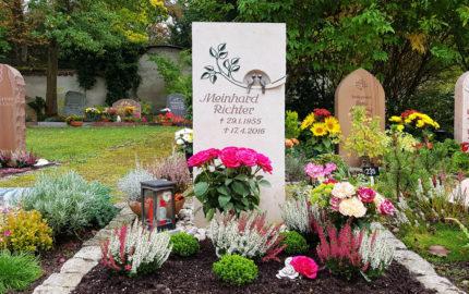 Saalfeld Hauptfriedhof Urnengrabmal Richter