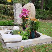 Urnengrab Grabstein Schmetterling Einfassung gestalten Herz Sandstein Saalfeld Friedhof