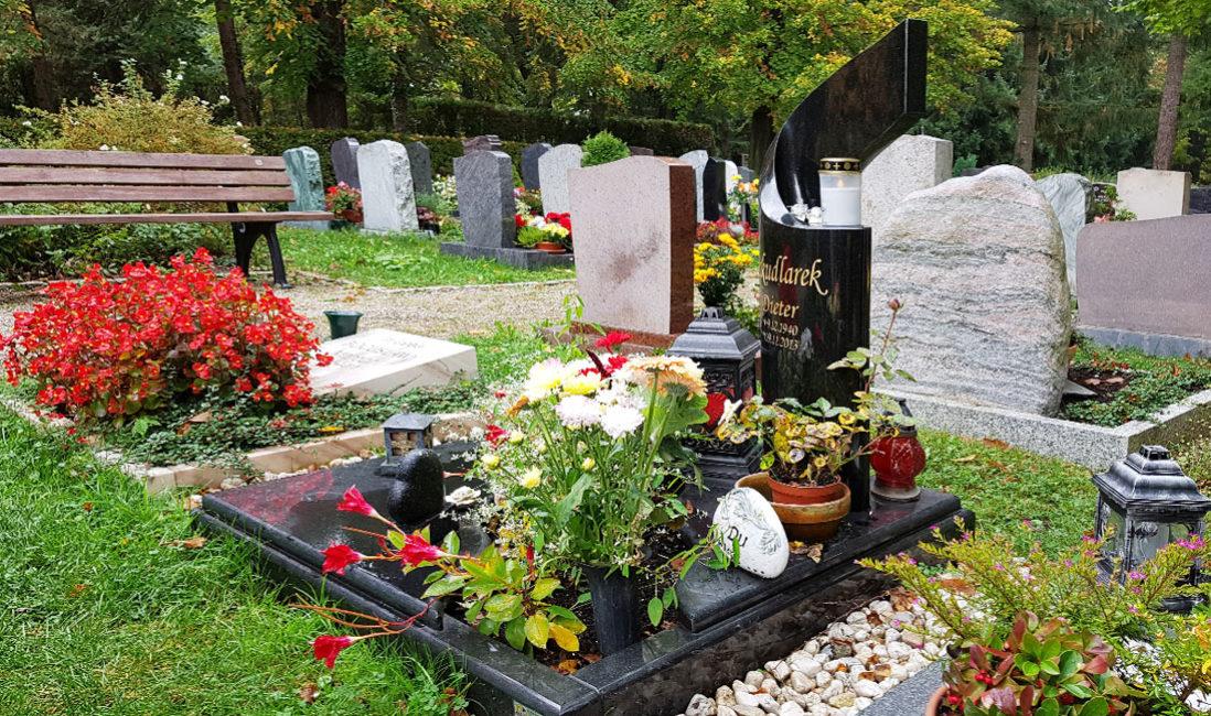 Grab Urnengrab Einfassung Platten Grababdeckung poliert Grabeinfassung Grabschmuck Friedhof Saaldelf