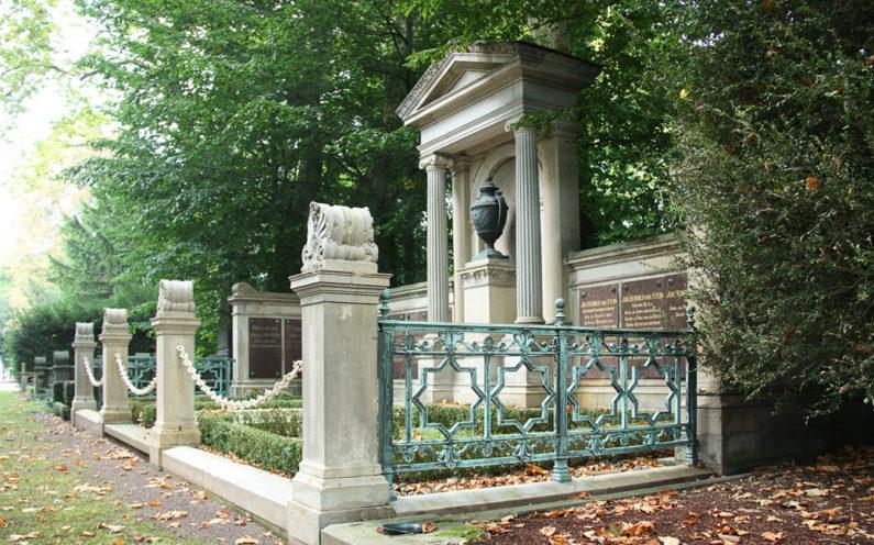 Köln Melatenfriedhof Grablege von Stein - 2