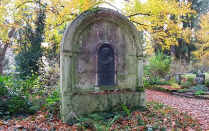 Weimar Hauptfriedhof Grabstein Hans Hoffmann
