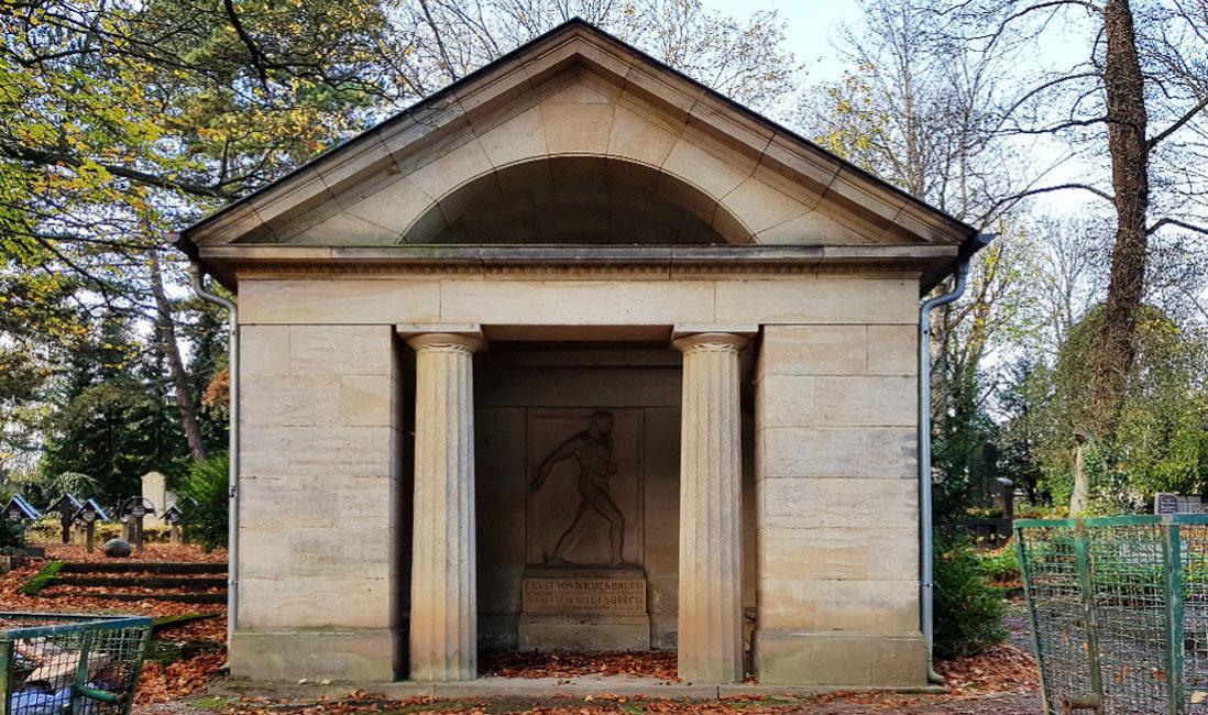 historische Grabstätte Grabtempel  Familiengrab Grabstein Ernst Wildenbruch Sandstein Weimar Hauptfriedhof