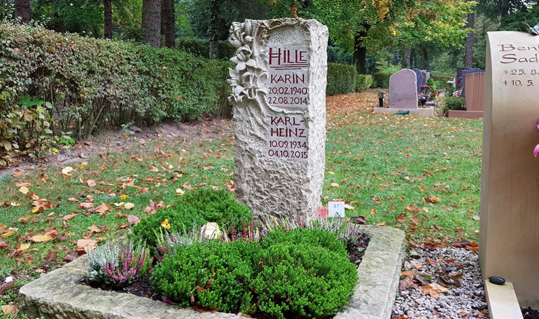 Grabstein Blumenornament Urnengrab Kalkstein Hauptfriedhof Saalfeld Frontansicht