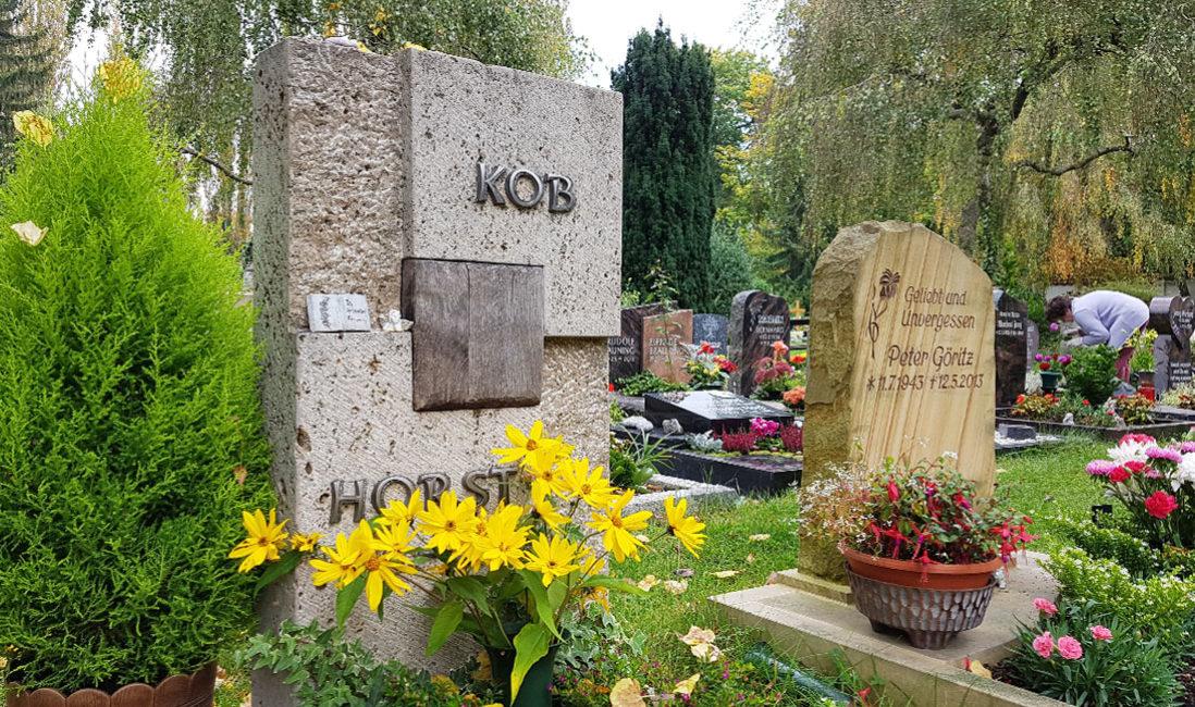 Grabstein Holz Urnengrab Kalkstein Hauptfriedhof SaalfeldSeitenansicht links