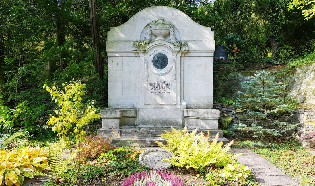 historischer Gedenkstein Grabstein Gründerzeit  Familiengrab Kalkstein Grabstätte Ernst Abbe Nordfriedhof Jena