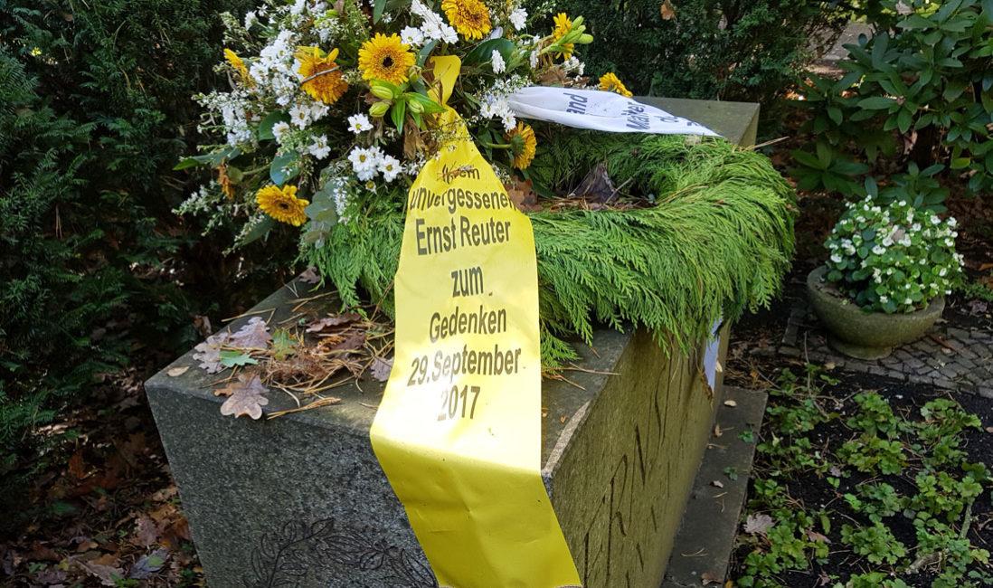 berühmt Grabstein Ernst Reuter Doppelgrab Naturstein Waldfriedhof Zehlendorf Berlin