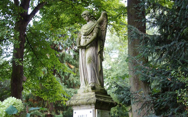 Köln Melatenfriedhof historische Grabstele Hölper - 2